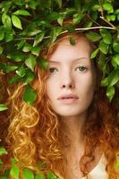 kvinna i naturen foto