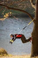 upphängningsträning vid floden foto