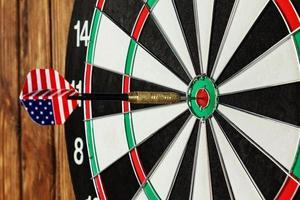 dart i en bullseye foto
