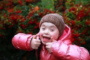 porträtt av glad tjej foto