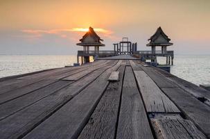 den gamla bron och solnedgångar foto