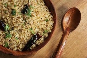 inbrottsvete upma sydindisk frukost foto