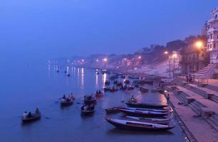 morgon på gäng, varanasi, Indien foto