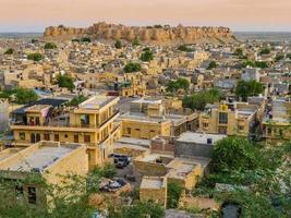 Indien, panoramautsikt över jaisalmerfortet, den gyllene staden foto