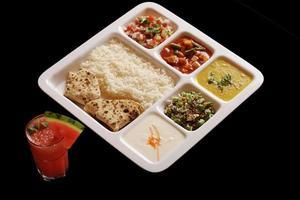 indisk vegetarisk thali. foto