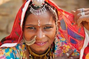vacker traditionell indisk kvinna foto