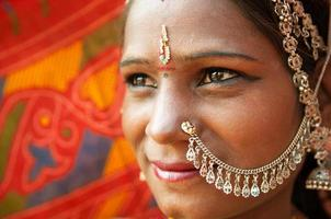 traditionell indisk kvinna närbild foto