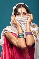 vacker indisk brunettstående foto