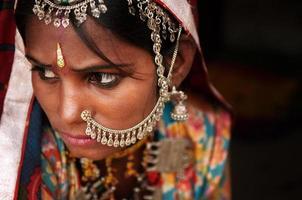 porträtt av traditionell indisk kvinna foto