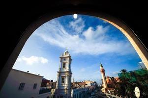 italienska klocktorn i medina av tripoli / libya foto