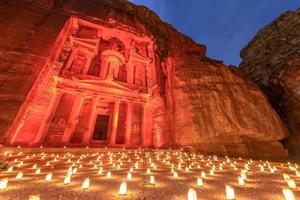 petra om natten i Jordanien. foto