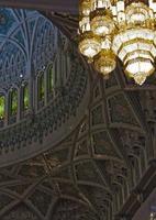 sultan qaboos grand moské ljuskrona detalj foto