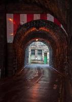 välvda viktorianska vägtunnel foto