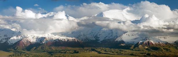 panoramautsikt över lenin-toppen från Alay-området foto