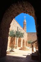 kors av mor gabriel kloster i midyat, mardin foto