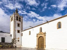 tornet av kyrkan santa maria de betancuria, betancuria by foto