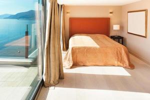 interiör, vackert modernt sovrum foto