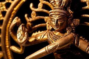 staty av den indiska hinduiska guden shiva nataraja foto