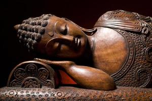trä buddha staty foto