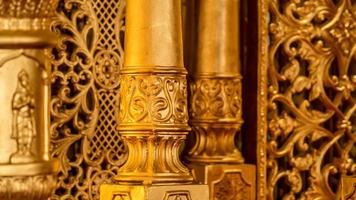 indiska provisoriska gyllene hinduiska tempel som används för bröllop foto