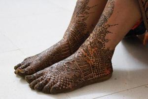 henna tatuering på benen foto