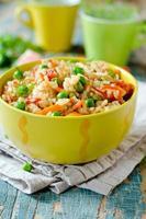 pilaf med kyckling och grönsaker foto