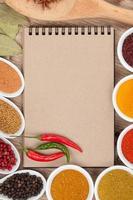 olika kryddor urval foto