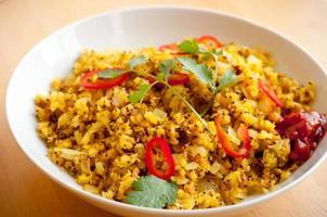 poha (indiskt platta ris) foto