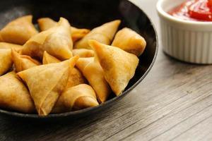 samosa indiskt grönsakssnack foto