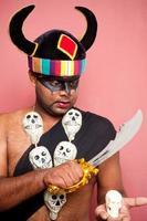 indisk vuxen klädd ut som yamraj dödsherre foto