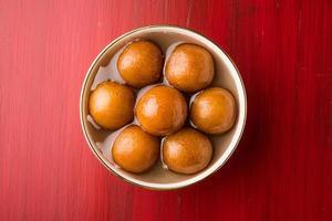 närbild av gulab jamun / indiska godis foto