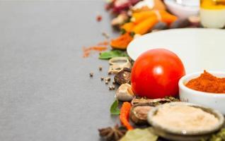kryddor och örter urval bakgrund. foto