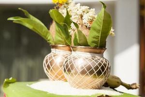 mangal kalash för trådceremonifunktion i hinduisk religion. foto