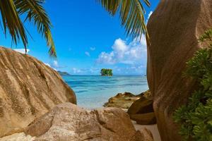 strandkälla d'argent på seychellerna foto