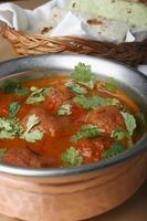 rista är en aromatisk maträtt gjord av benfritt fårkött foto