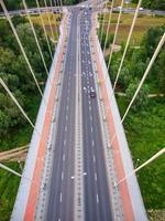 swietokrzyski bro över wisla floden i Warszawas huvudstad i Polan foto