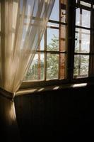 gamla rustika fönster foto