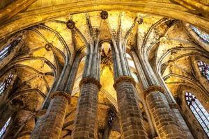 gotisk kyrkainredning
