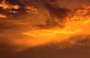 flammande moln foto
