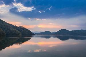 solnedgång vid Begnas sjön foto