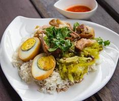 kokt fläskben på ris