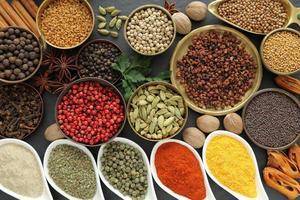 aromatiska kryddor. foto