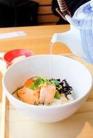 japansk kokt ris, ochazuke foto