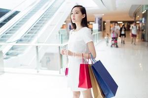 entusiastisk shopping tjej foto