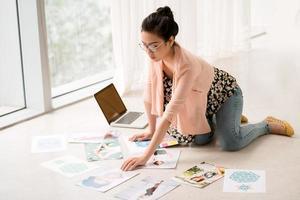 upptagen designer foto