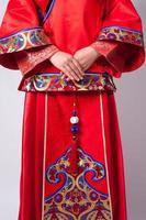 traditionell kinesisk bröllopsklänning av bruden foto