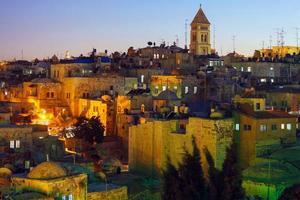 Jerusalem gamla stad på natten, Israel foto