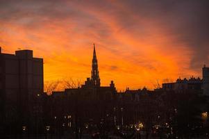 solnedgång vid Bryssel, Belgien foto