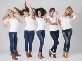 hårvård för kvinnor med olika nationaliteter