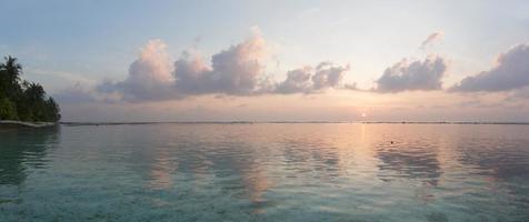 tropisk soluppgång foto